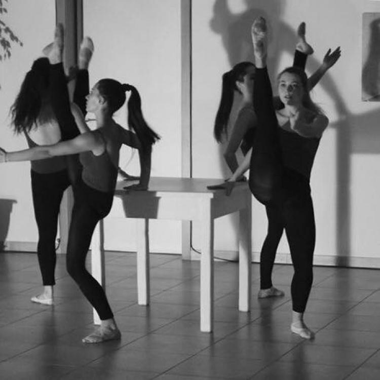 Sensibilità in movimento. Danza, teatro e altri modi di prendere corpo